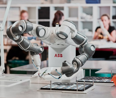 Robots industriales y colaborativos para el mueble
